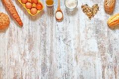Fond de cuisson Mélange de pain frais et des ingrédients Images libres de droits