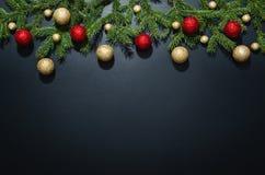 Fond de décoration de Noël au-dessus de tableau noir Images libres de droits