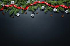 Fond de décoration de Noël au-dessus de tableau noir Photos libres de droits