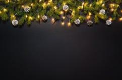 Fond de décoration de Noël au-dessus de tableau noir Photos stock