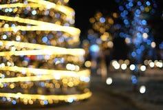 Fond de décoration de Noël avec rougeoyer d'or et bleu de lumières images libres de droits