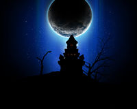 fond de 3D Halloween avec la silhouette fantasmagorique de château Photos stock