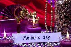 Fond de fête avec le jour de mères des textes Images libres de droits