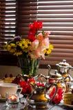 Fond de fête La table admirablement décorée Photo libre de droits