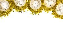 Fond de fête de Noël avec l'espace de copie Ornements de boule et guirlande d'or de tresse avec l'endroit pour le texte photographie stock