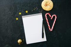 Fond de fête, page vide blanche de bloc-notes, cannes de sucrerie, Co Photos libres de droits