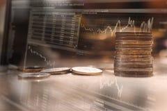 Fond de finances avec l'argent et avec le diagramme courant image libre de droits