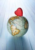 Fond de globe du monde du monde de coeur Image libre de droits