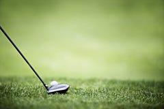 Fond de golf avec le gestionnaire et la bille. Photographie stock libre de droits