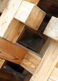 Fond de grands morceaux de bois et de planches en bois photos libres de droits