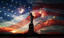 Fond de grunge de l'indépendance Day Liberté éclairant le monde Images stock