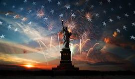 Fond de grunge de l'indépendance Day Liberté éclairant le monde Photos stock
