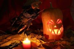 Fond de Halloween avec la bougie et la sorcière Image stock