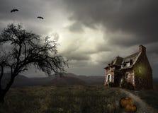 Fond de Halloween avec la vieille maison Images libres de droits