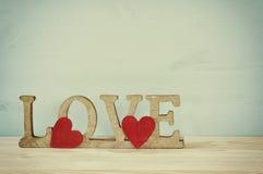 Fond de jour de valentines AMOUR de Word des lettres en bois Images stock