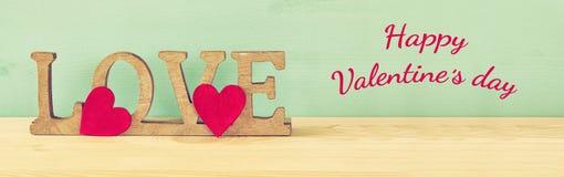 Fond de jour de valentines AMOUR de Word des lettres en bois Photos stock