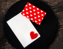 Fond de jour de valentines avec des boîte-cadeau et des coeurs, whi vide Photographie stock libre de droits