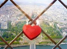 Fond de jour de valentines avec le coeur-cadenas Photographie stock