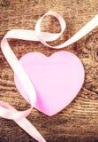 Fond de jour de valentines avec le copyspace. Coeur de papier rose mou Image libre de droits