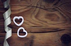 Fond de jour de valentines avec les coeurs blancs Photo libre de droits
