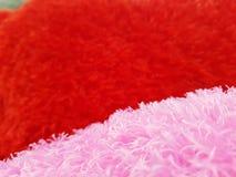 Fond de jour de valentines avec les coeurs rouges sur le fond blanc Photos stock