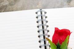 Fond de jour de valentines Coeurs de Valentine avec la note vide ouverte Photos libres de droits