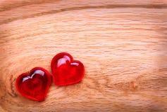 Fond de jour de valentines. Coeurs sur en bois Photos libres de droits