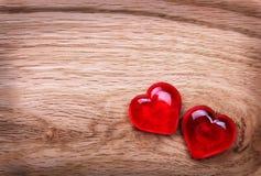 Fond de jour de valentines. Coeurs sur la texture en bois Image stock