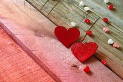 Fond de jour de valentines Couples des coeurs rouges Photo stock