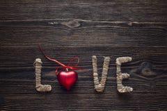 Fond de jour du ` s de Valentine avec l'inscription et le coeur rouge o d'amour Images libres de droits