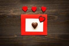 Fond de jour du ` s de Valentine Carte de jour du `s de Valentine avec les coeurs rouges Photos libres de droits