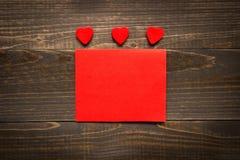 Fond de jour du ` s de Valentine Carte de jour du `s de Valentine avec les coeurs rouges Images stock