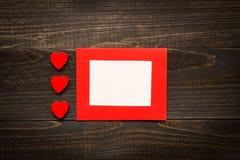 Fond de jour du ` s de Valentine Carte de jour du `s de Valentine avec les coeurs rouges Images libres de droits