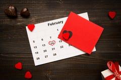 Fond de jour du ` s de Valentine Carte et calendrier de jour du ` s de Valentine dessus Images stock