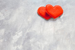 Fond de jour du ` s de Valentine, coeur rouge avec la rose rouge de blanc, ruban Photographie stock