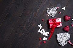 Fond de jour du ` s de Valentine avec des lettres d'amour et des formes de coeur Image libre de droits