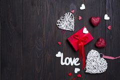Fond de jour du ` s de Valentine avec des lettres d'amour et des formes de coeur Photo stock