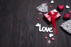 Fond de jour du ` s de Valentine avec des lettres d'amour et des formes de coeur Photo libre de droits