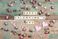 Fond de jour du ` s de Valentine avec la félicitation et le petit RO de rose Image libre de droits