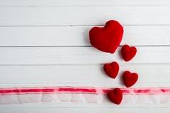 Fond de jour de Valentines avec la forme de coeur photos stock