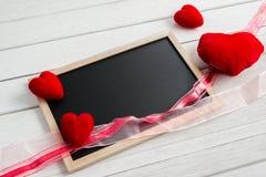 Fond de jour de valentines avec la forme de tableau et de coeur photo stock