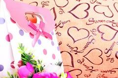 Fond de jour de valentines avec le coeur et les roses Type de cru Photographie stock libre de droits