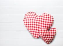 Fond de jour de Valentines avec les coeurs rouges photographie stock libre de droits
