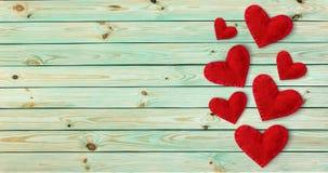 Fond de jour de Valentines avec les coeurs rouges photos stock