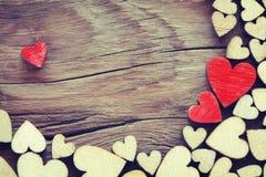 Fond de jour de valentines, coeur de contreplaqué de frontière images stock