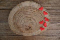 Fond de jour de valentines d'amour avec les coeurs rouges copiez l'espace sur l'OE Photo libre de droits