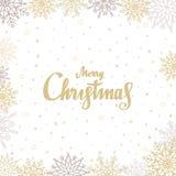 Fond de Joyeux Noël avec le lettrage tiré par la main Calibre de carte de voeux, bannière avec les flocons de neige d'or et argen illustration stock