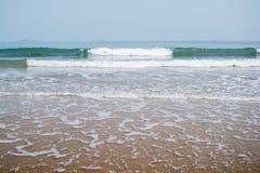 Fond de l'eau de plage de sable Photographie stock