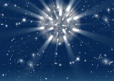 Fond de l'espace avec les étoiles et les rayons lumineux Images stock