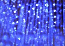 Fond de lumières de vintage de scintillement avec l'éclat de lumière argent, bleu et blanc De-focalisé Photos libres de droits